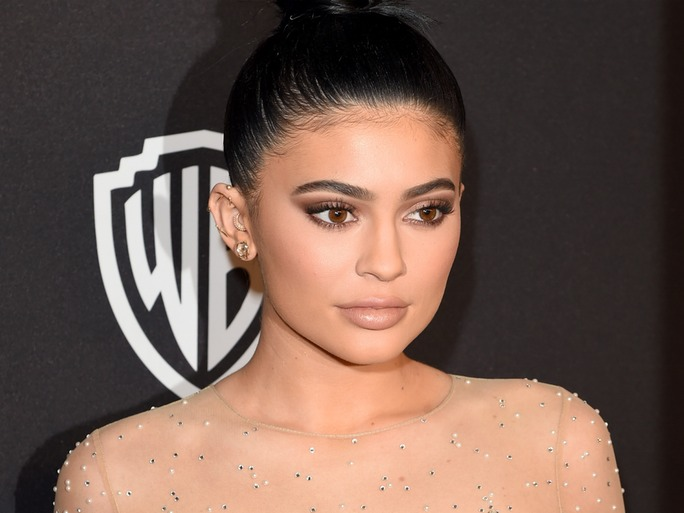How To Get Kylie Jenners Golden Globes Makeup Style Etcetera