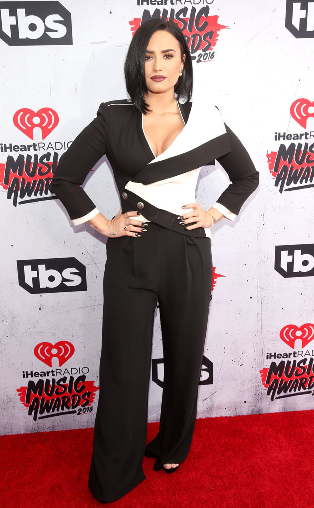 iheartradio 2016 music awards red carpet, demi lovato, celebrity